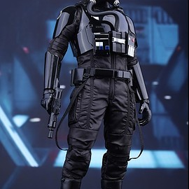 Hot Toys - STAR WARS: THE FORCE AWAKENS FIRST ORDER TIE PILOT