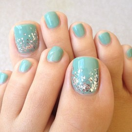 nails - blue toenails with glitter