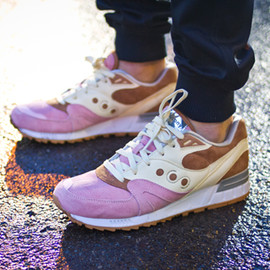 "SAUCONY - Extra Butter x Saucony Shadow Master ""Space Snack"""