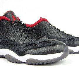 NIKE - AIR JORDAN XI RETRO LOW