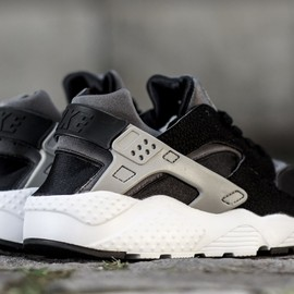 Nike - Air Huarache GS -  Black/Wolf Grey/Dark Grey/White