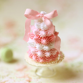 Luulla - Dollhouse Miniature Food - Pink Meringue Tower