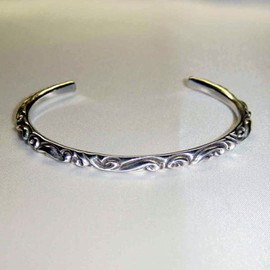 CHROME HEARTS - scroll bangle