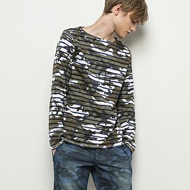 SOPHNET. - OVER PRINT BORDER BOAT NECK CUT SEWN