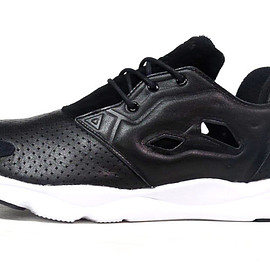 InstaPump Fury - Black/Black/White?