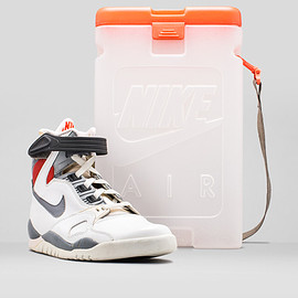 Nike - Air Puressure w/ Clear Box (2015 Retro?)