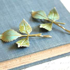 apocketofwhimsy - 葉っぱのヘアピン / Rustic Verdigris Leaf Hair Pins