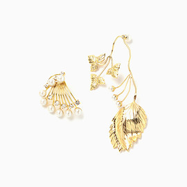 mame - Botanical Motif Asymmetry Gold Pierced Earrings - gold