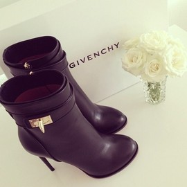 GIVENCHY - boots.