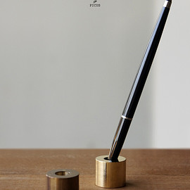 PICUS - BRASS PEN STAND