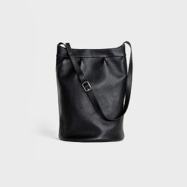 CELINE - Medium Soft bucket Bag in lambskin
