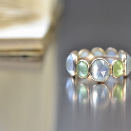 kataoka - k18 gold quartz & peridot ring