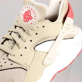 Nike - Air Huarache - Light Beige/Chalk/Laser Crimson