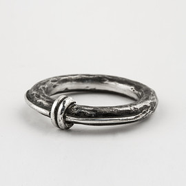 HENSON - STACKER RING - OXIDISED SILVER