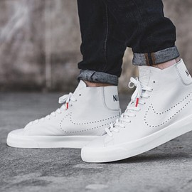 NIKE - Nike Blazer Studio Mid in Off White