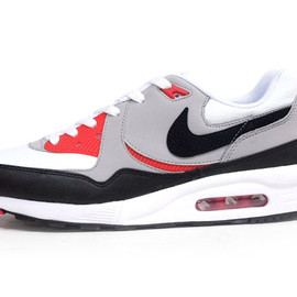 NIKE - AIR MAX LIGHT ESSENTIAL