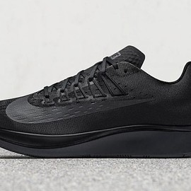 NIKE - Zoom Fly - Triple Black