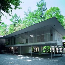 "Kengo Kuma - White ""Pilotti"" Country House"