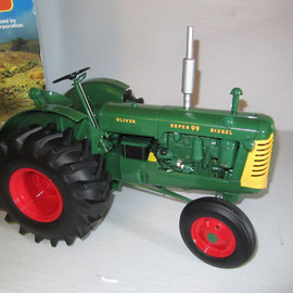 Franklin Mint - Oliver Super 99 Farm Tractor