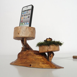 valliswood - Live evergreen docking station for iPhone, iPod - sync, charge, can serve as stand - handmade from oak and moss - unique gift