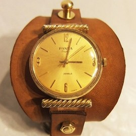 munoz vrandecic - LEATHER COVERED ANTIQUE WATCH