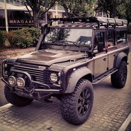 Land Rover - Land Rover Defender