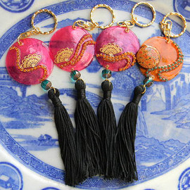 ostara - Oriental Fuchsia Shell Fan Fringe Key Cahin(Key Ring ,Key Fobs) or Purse Charms