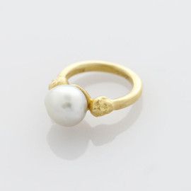 tmh. - baroque pearl ring