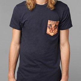 URBAN OUTFITTERS - Cat Pocket Tee
