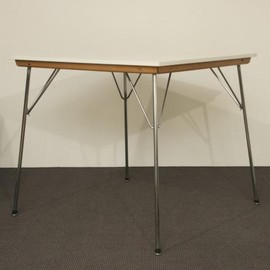 Herman Miller - DTM Table