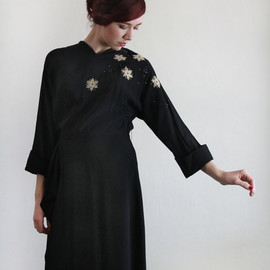 vintage - Vintage 40s LBD . 1940s Dress with Floral Applique . Beaded . Film Noir . SNOWFLAKE