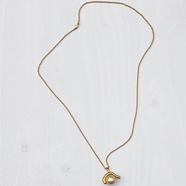 CELINE - Dot Organic Necklace in Glass Pearl and Brass with Gold finish