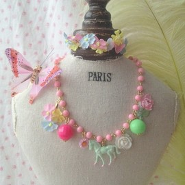 Michu coquette - vintage pony&flower necklace