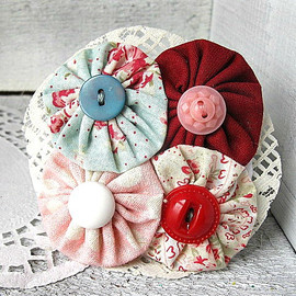 Luulla - Shabby Chic, Large, yoyo, Woman's Hair barrette - Pretty, Fabric and lace French Hair barrette