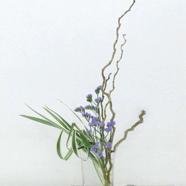 Sui Shinme - 桑、スターチス、ニューサイラン: Kuwa Mulberry branches, Statice, New Zealand flax