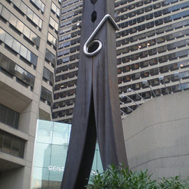 Claes Oldenburg - 'Clothespin'