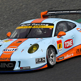 Gulf Racing with PACIFIC - GULF NAC PORSCHE 911